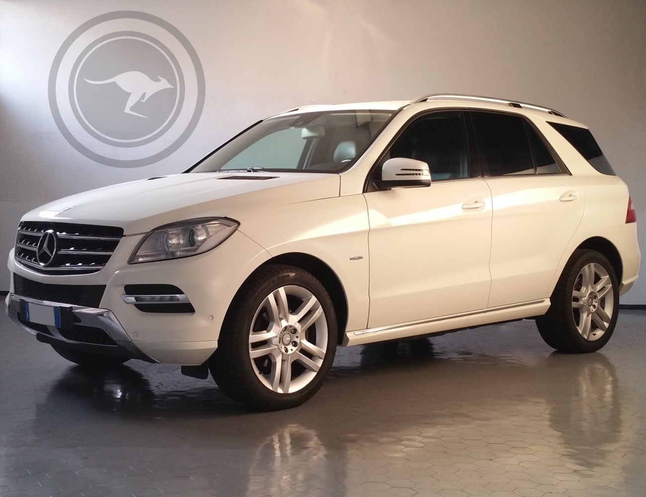 Rent mercedes benz ml m edition 16 for Where can i rent a mercedes benz